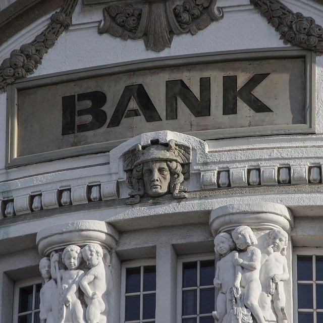fasada tradycyjnego banku